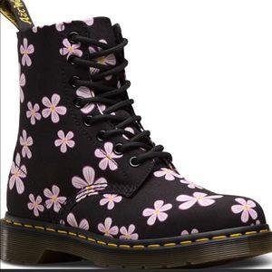 Dr Marten Paige Meadow Boots Size 6 US